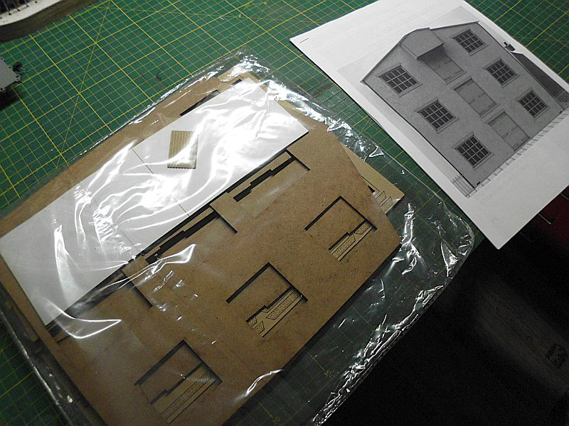 FPM - Models - Lagerhallenkulisse - Lasercut-Bausatz in 1/45 Dsci0817