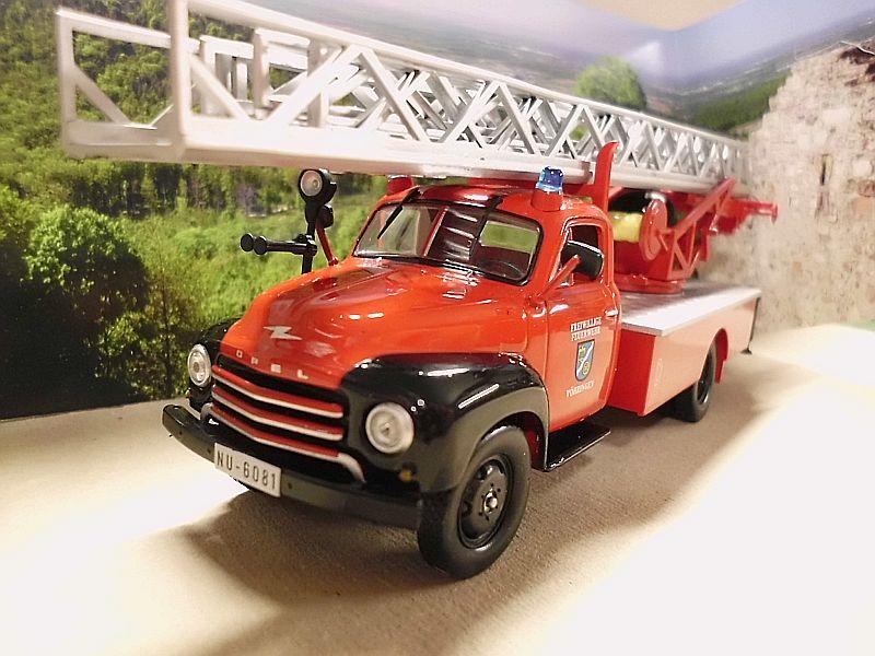 Feuerwehr Modelle der Firmen Schuco und Minichamps Dsci1066