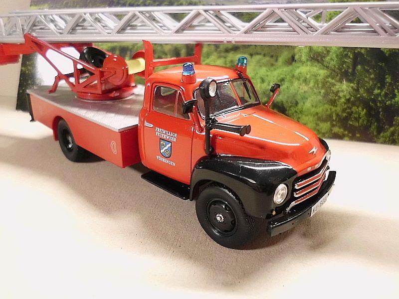 Feuerwehr Modelle der Firmen Schuco und Minichamps Dsci1067