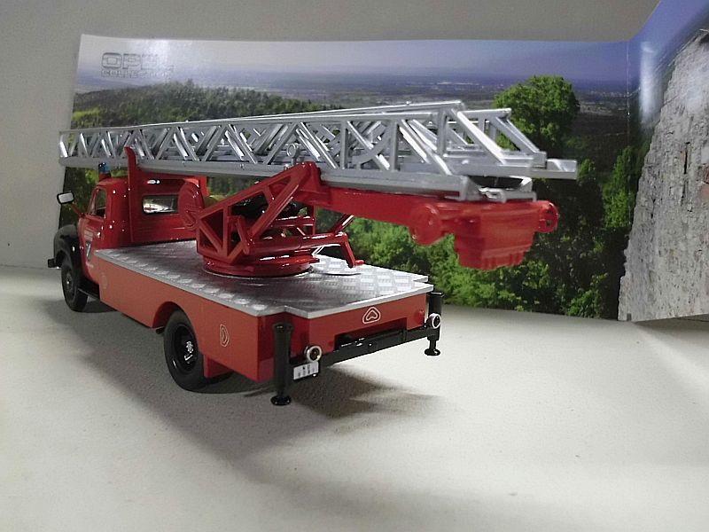 Feuerwehr Modelle der Firmen Schuco und Minichamps Dsci1068