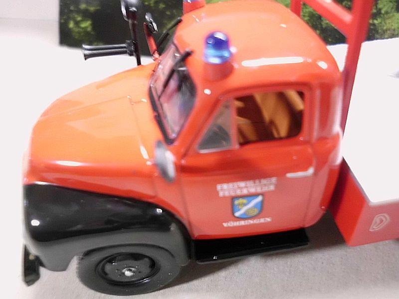Feuerwehr Modelle der Firmen Schuco und Minichamps Dsci1070