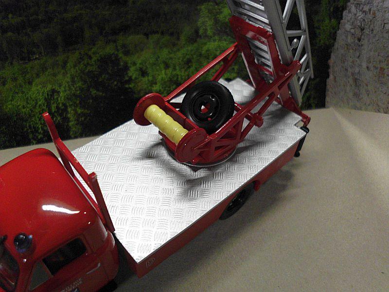 Feuerwehr Modelle der Firmen Schuco und Minichamps Dsci1071