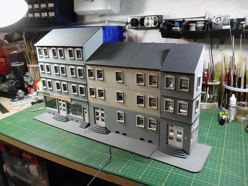 Wilamo - Häuserkulissen 1/45 kpl Strassenzeile - Baubericht - Seite 2 E11