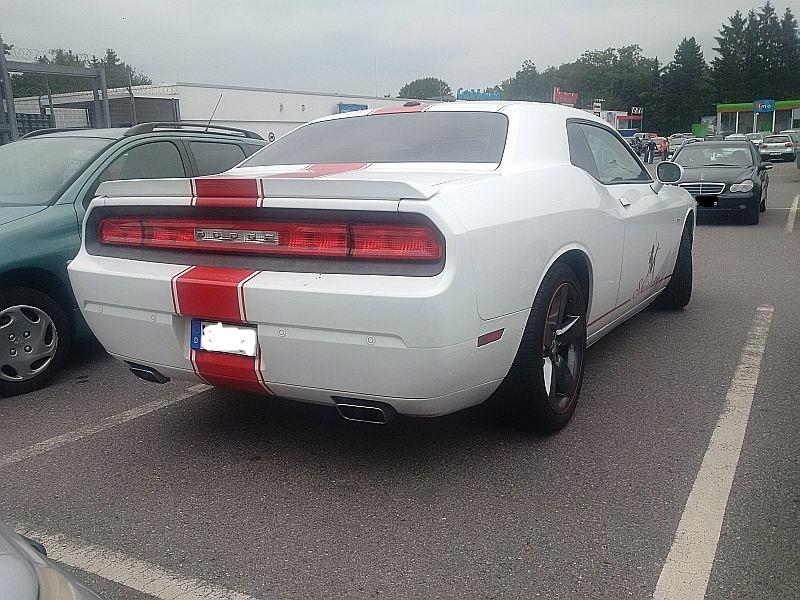 Dodge Challenger - auf dem Parkplatz schnappgeschossen 15.07.19 Img_2068