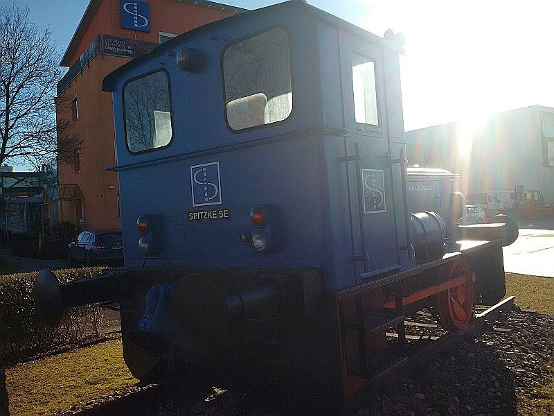 Denkmals-Diesellok bei Fa. Spitzke in Buchloe Img_2088