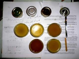 Avec de la cire d'abeille : baume, onguents etc. 04-3-014