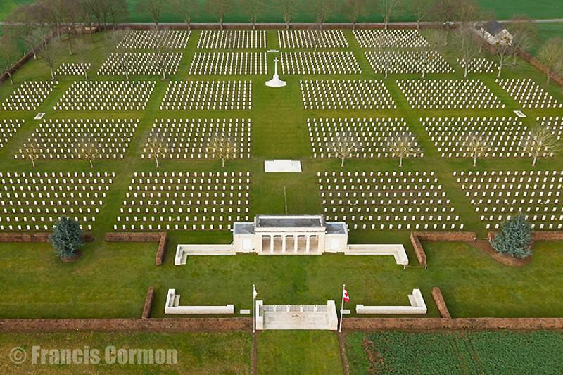 A la découverte des mémoriaux et cimetières militaires - Page 5 Cimeti10