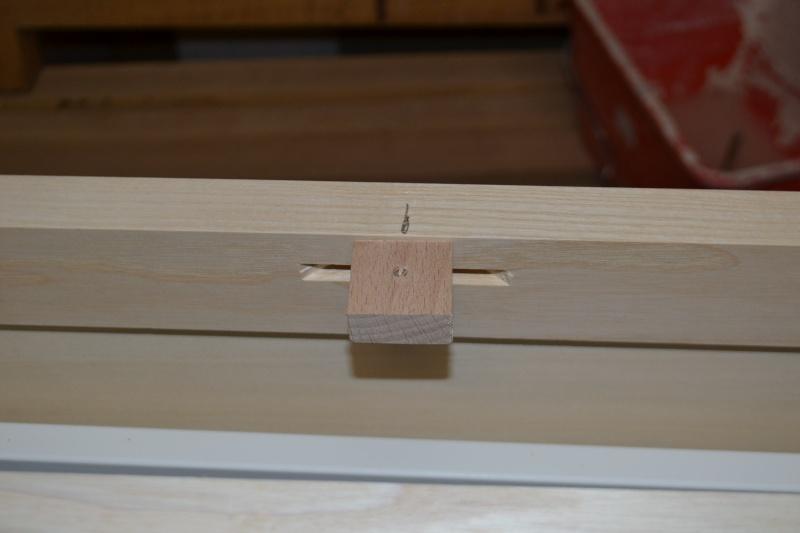 une table et une commode - Page 2 Dsc_0037
