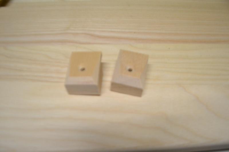 une table et une commode - Page 2 Dsc_0038