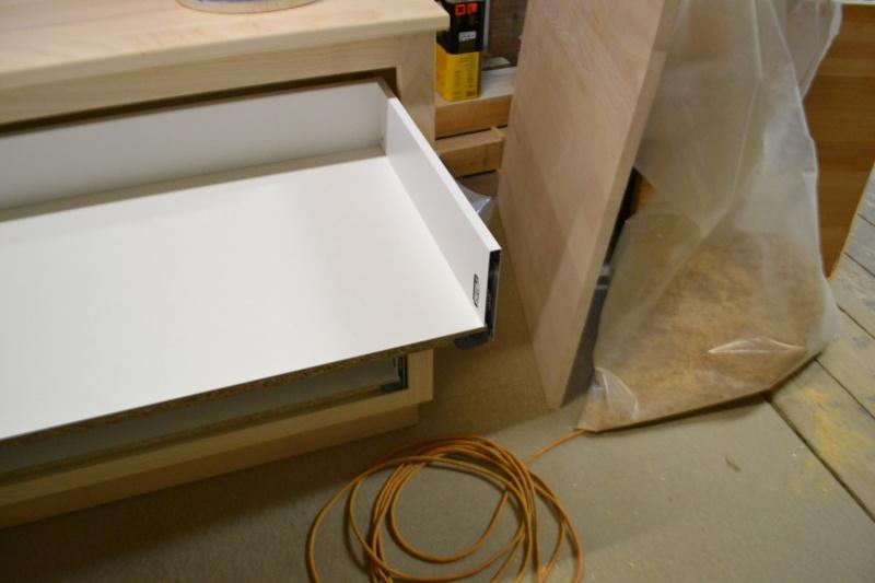 une table et une commode - Page 2 Dsc_0039
