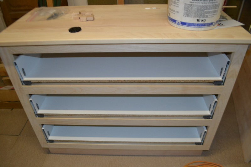 une table et une commode - Page 2 Dsc_0040