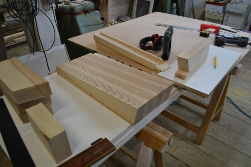 une table et une commode - Page 2 Dsc_0045