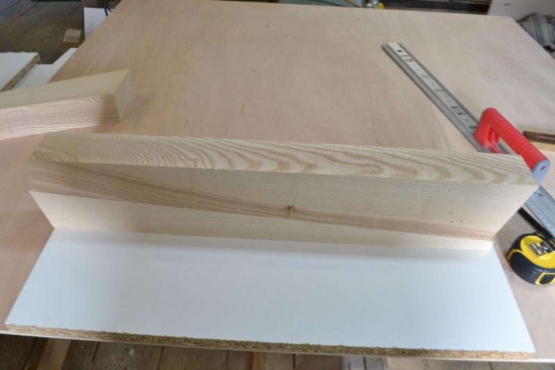 une table et une commode - Page 2 Dsc_0046