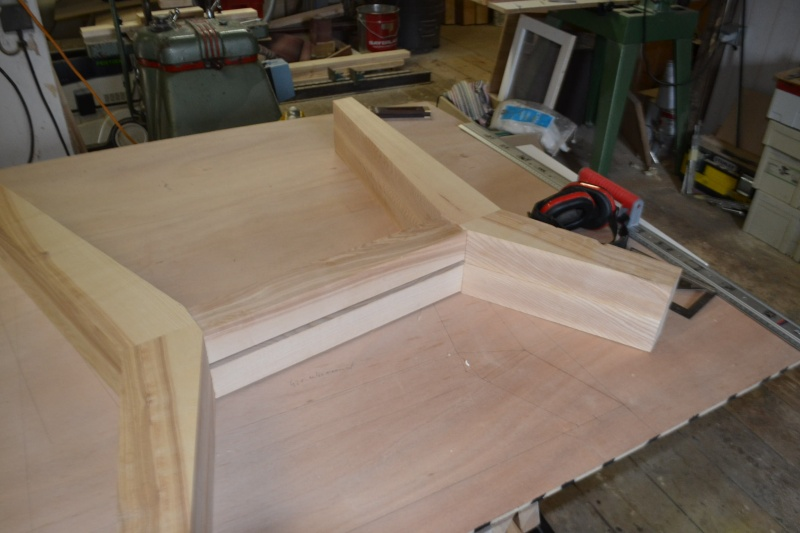 une table et une commode - Page 2 Dsc_0052
