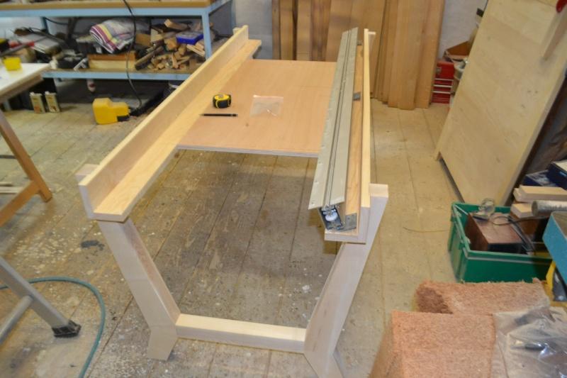 une table et une commode - Page 2 Dsc_0053