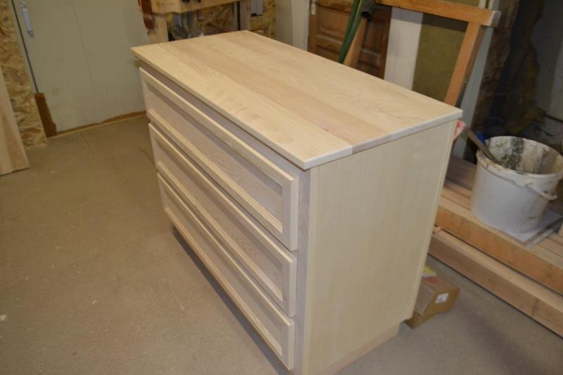 une table et une commode - Page 2 Dsc_0054