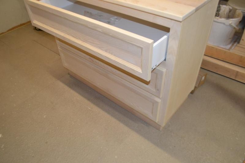 une table et une commode - Page 2 Dsc_0055