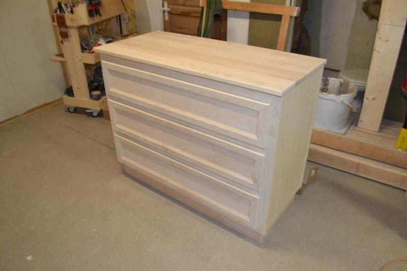 une table et une commode - Page 2 Dsc_0057