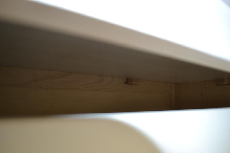une table et une commode - Page 3 Dsc_0061