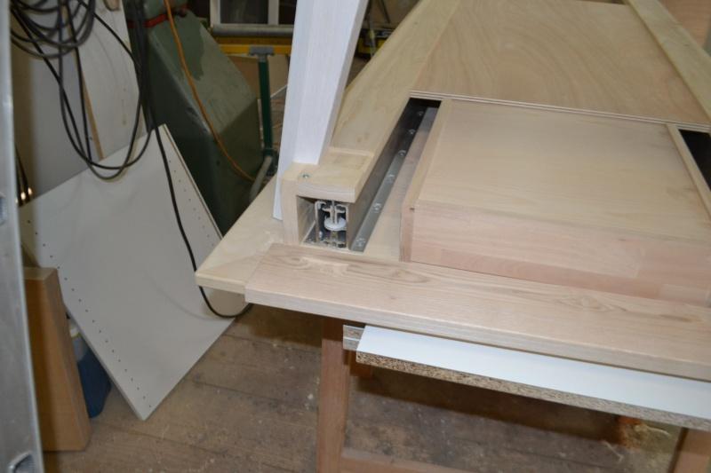 une table et une commode - Page 3 Dsc_0063