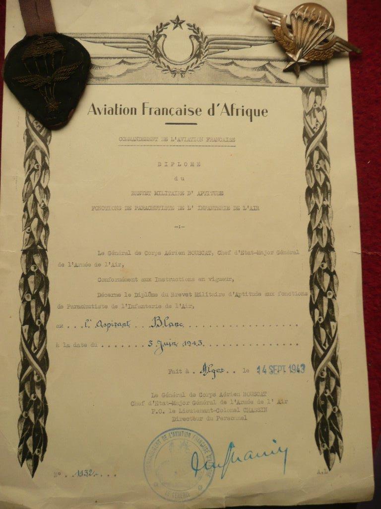 cma collection de brevet para 1943/1946 (papiers et insignes) P1030427