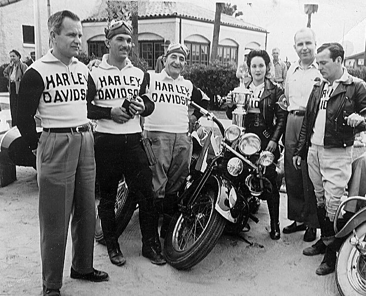 Vieilles photos (pour ceux qui aiment les anciennes photos de bikers ou autre......) - Page 10 Cubant10