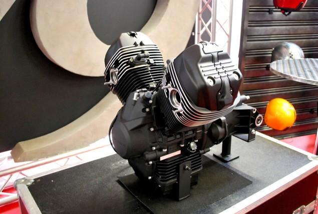 La moto Guzzi V9 Bobber Moto-g10