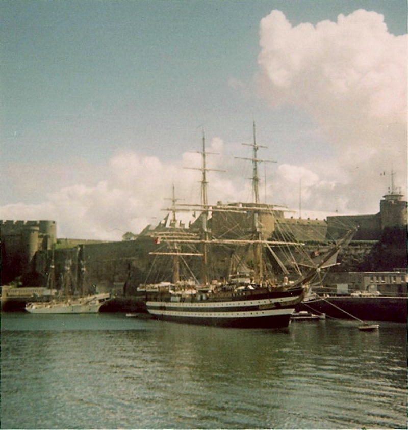 [ Marine à voile ] Vieux gréements - Page 2 Amerig11