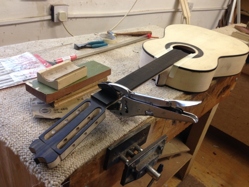 construction d une guitare blanca - Page 9 Img_3013