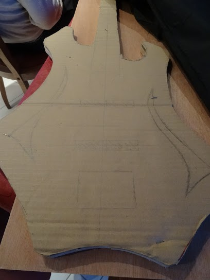 basse par un non luthier/non mélomane/non musicien Basse_10