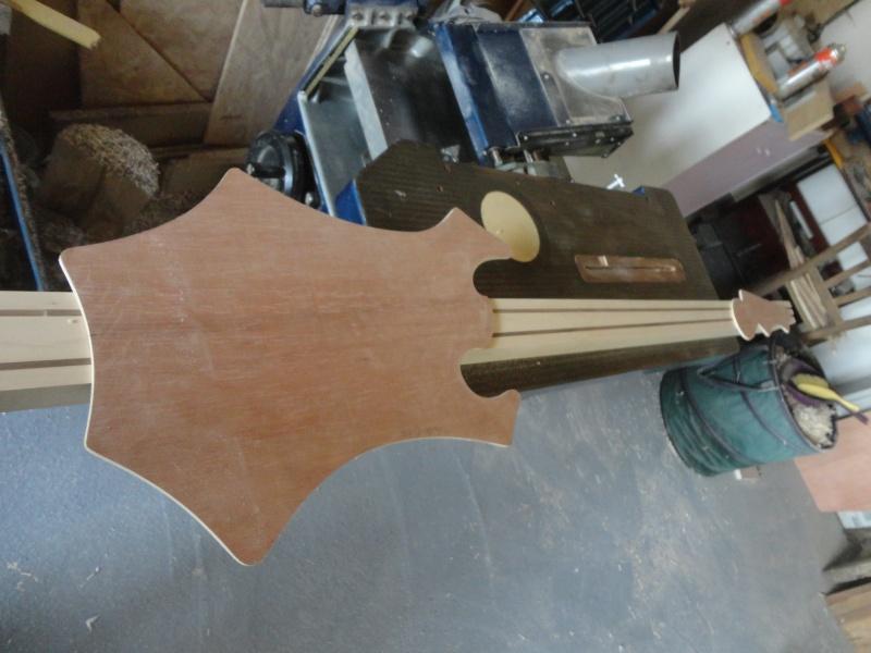 basse par un non luthier/non mélomane/non musicien - Page 3 Dsc05019