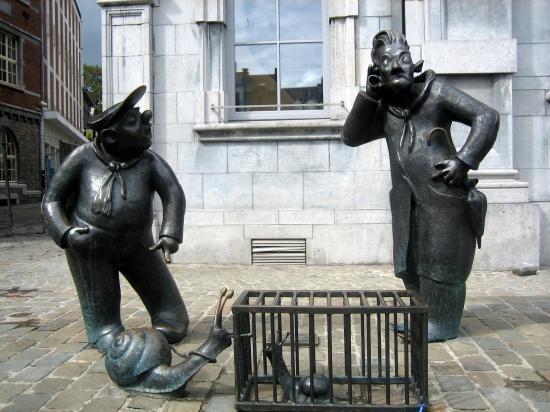Des statues amusantes ! - Page 21 Sta_1710