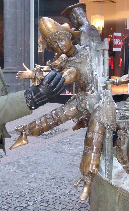 Des statues amusantes ! - Page 21 Sta_7110