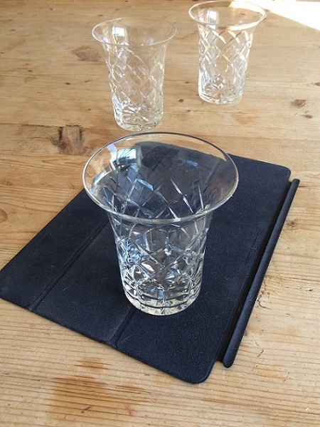 Help to identify manufaturer and date of these unusual clear glass tumblers Img_0810