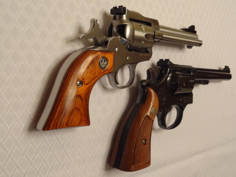 """Side by Side: S&W """"Model 17"""" vs Ruger """"New Model Single Six"""" 22lr_111"""