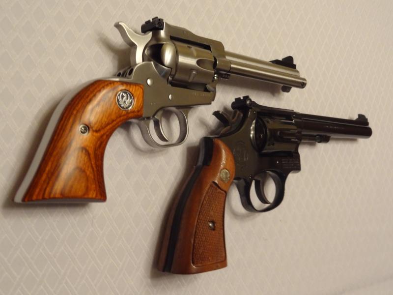 """Side by Side: S&W """"Model 17"""" vs Ruger """"New Model Single Six"""" 22lr_910"""