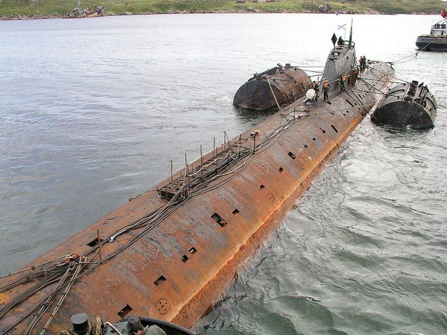Sous-marin allemand renfloué dans le lac Ontario. 0qzgtp10