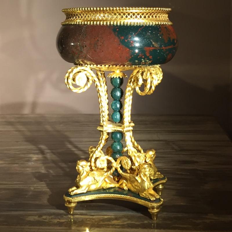 La collection de gemmes de Marie-Antoinette - Page 2 Img_8012