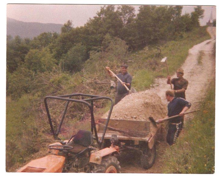 Komunalna oprema za traktore - Page 12 18045511