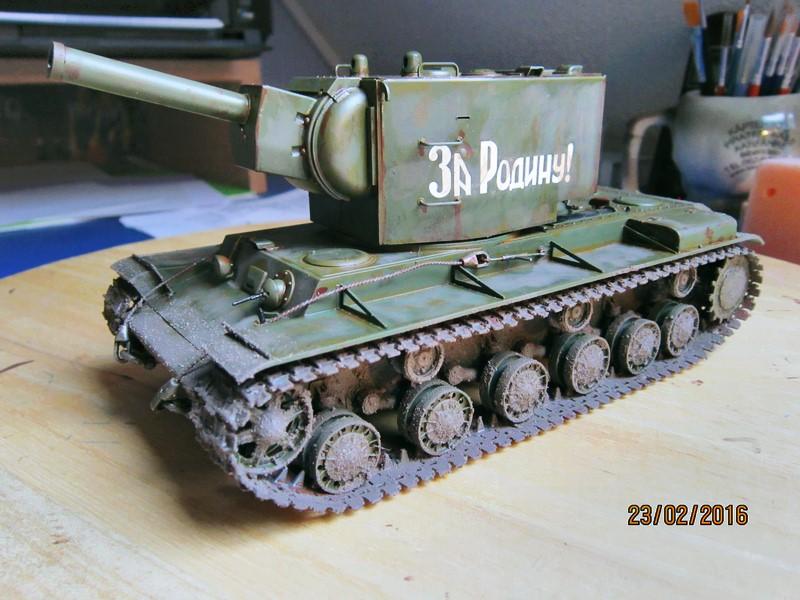 Russian Heavy Tank KV-2  [1/35° de ZVEZDA] Img_4112