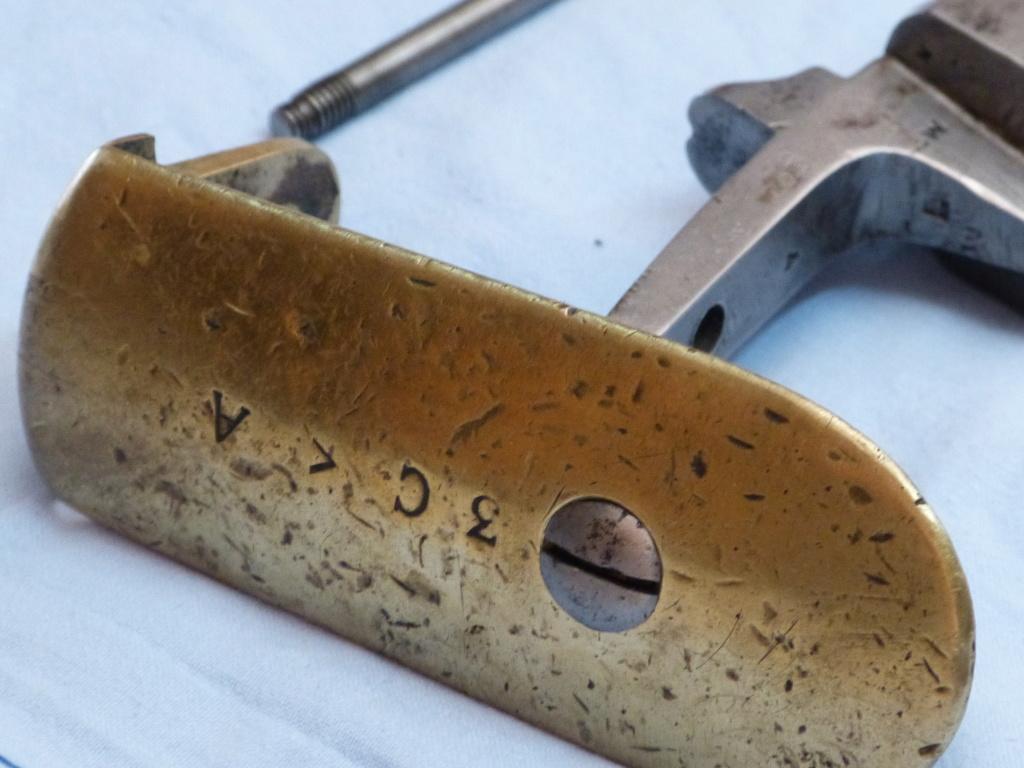 Fusil 1842T de dragons, affecté Spahis, poinçons de marine... tout un programme !!! P1020010