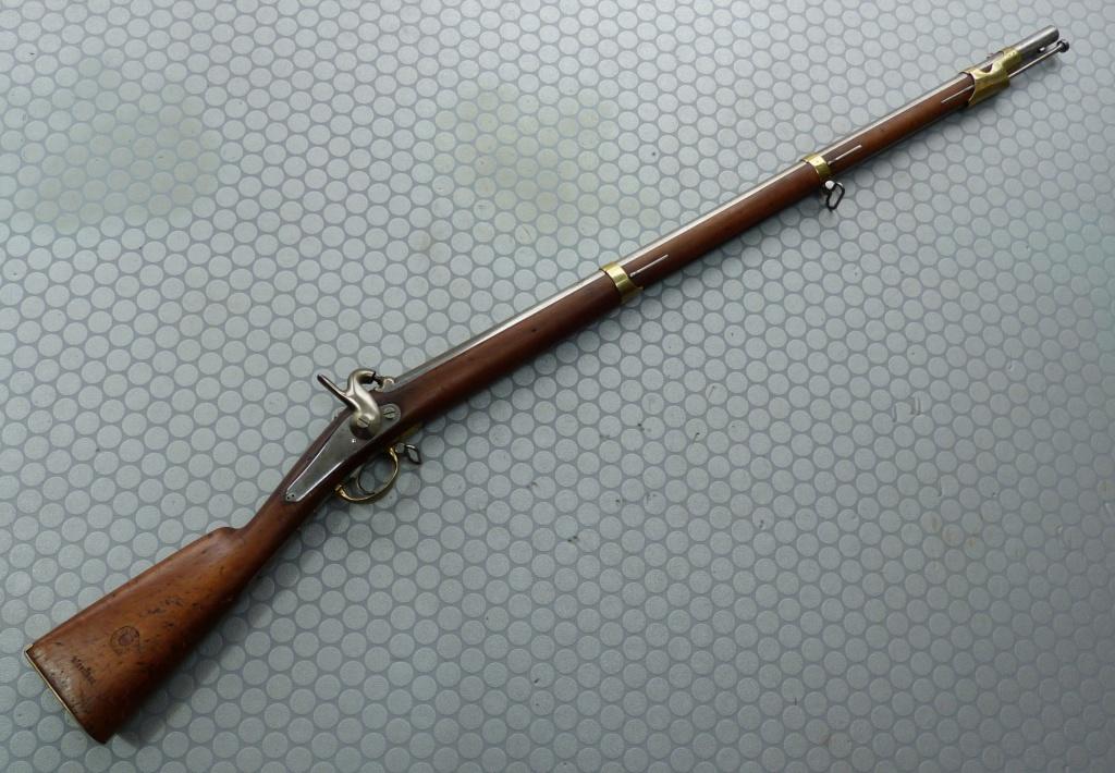 Fusil 1842T de dragons, affecté Spahis, poinçons de marine... tout un programme !!! P1050412