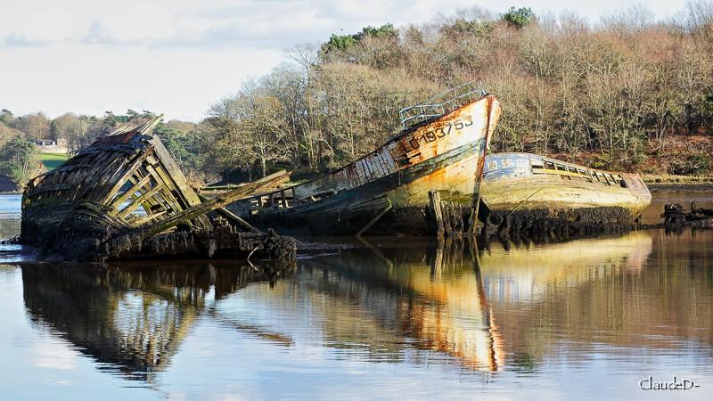 Fin de vie .... Cimetières de bateaux .... - Page 6 Kerher10