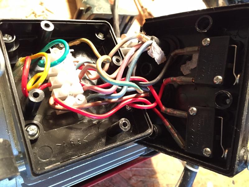 mettre une telecommande radio sur un treuil 220 avec commande a fil Boitie10