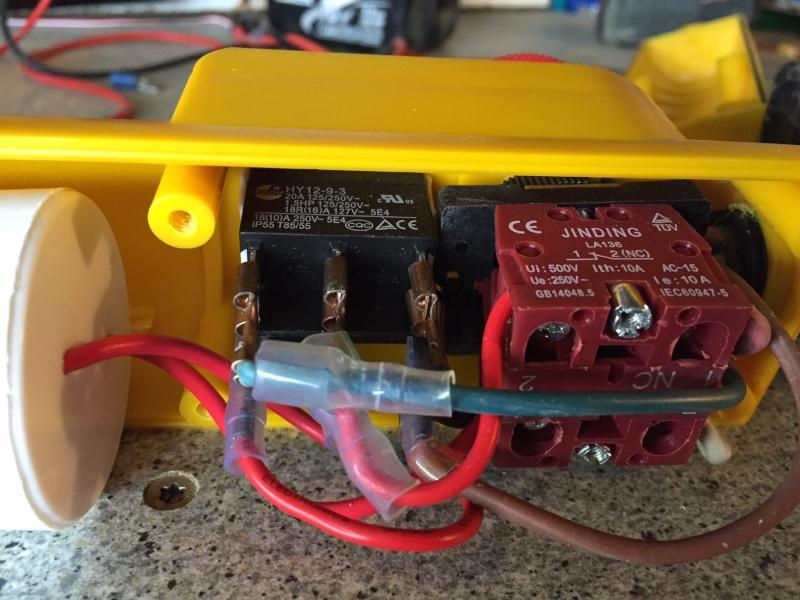 mettre une telecommande radio sur un treuil 220 avec commande a fil Comman10