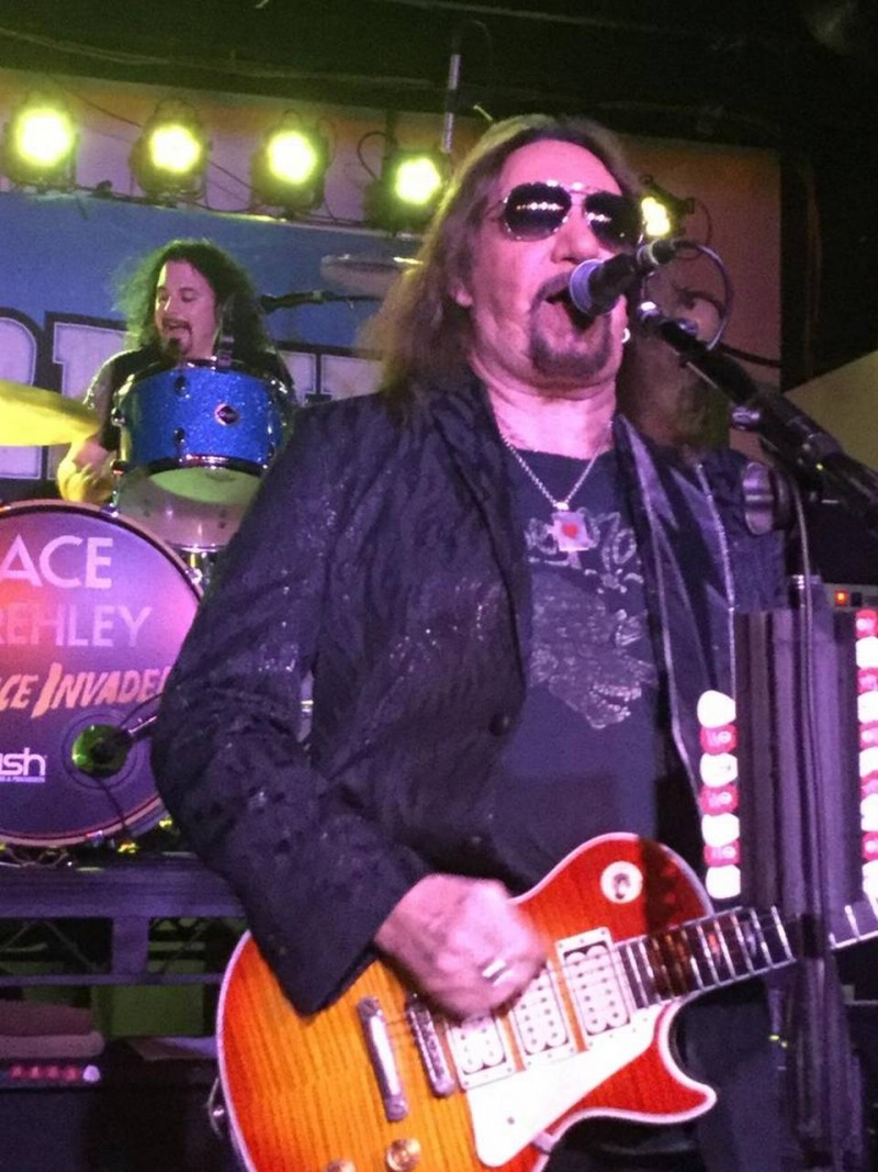 Ace Frehley News ! - Page 20 Ace20f10