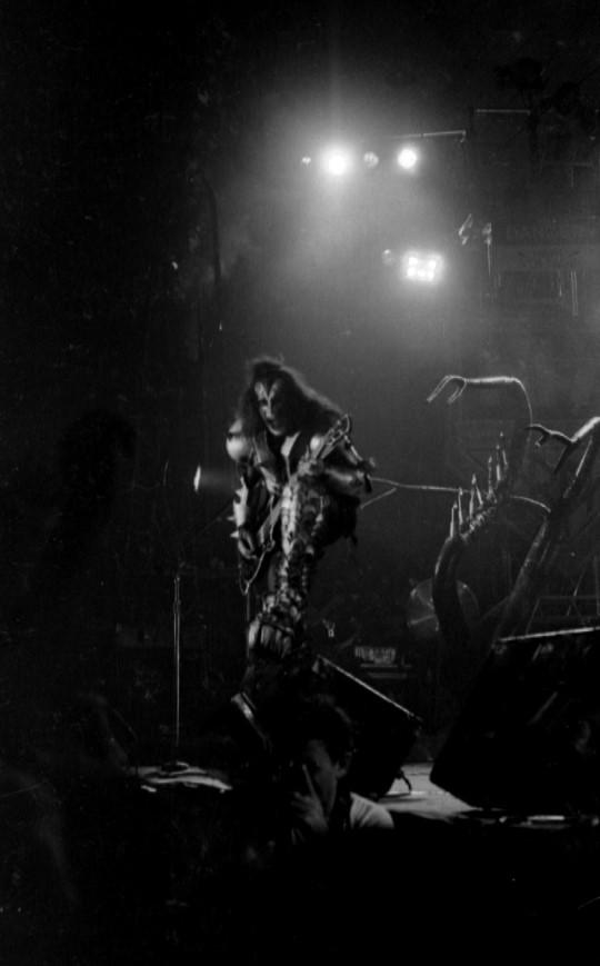 1976 Destroyer Tour. - Page 2 Kiss_p10