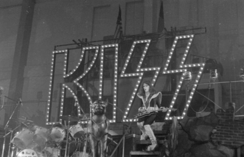 1976 Destroyer Tour. - Page 2 Kiss_p11