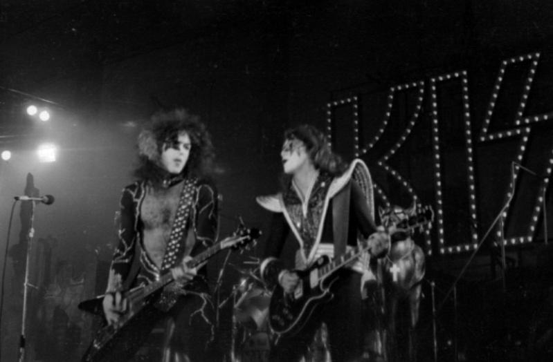 1976 Destroyer Tour. - Page 2 Kiss_p13