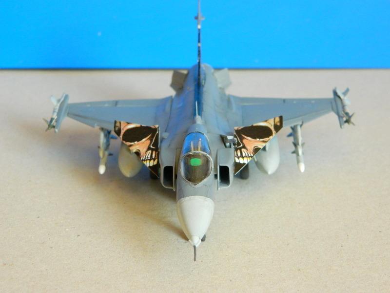 [REVELL] Saab JAS-39C GRIPEN Dscn4010